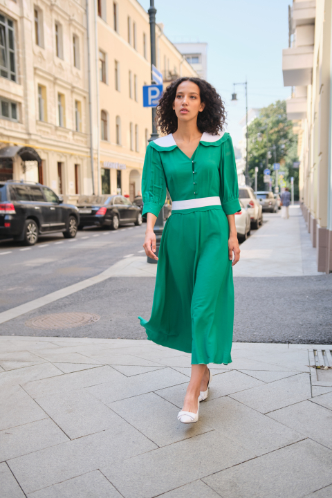 Dress-robe with a half-sun skirt, curly collar and decorative belt