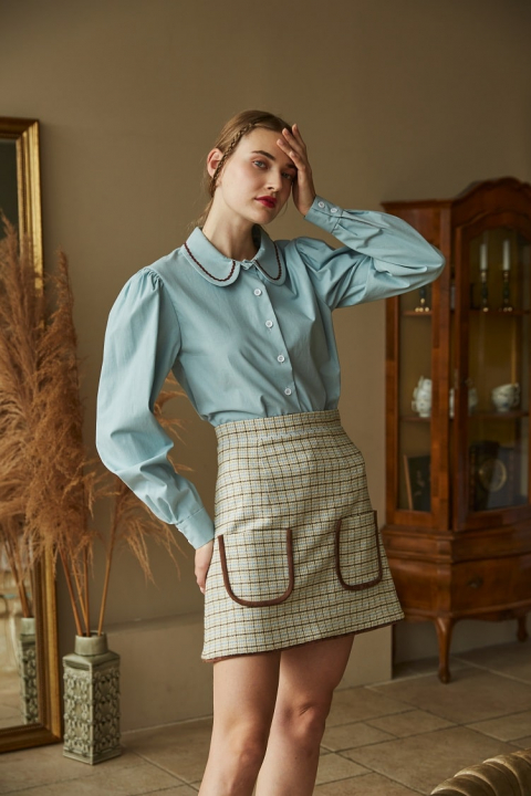 Blouse in a blue shade with a trim on the collar