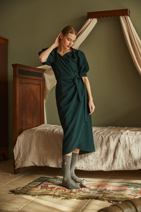 Dress for the smell of emerald color