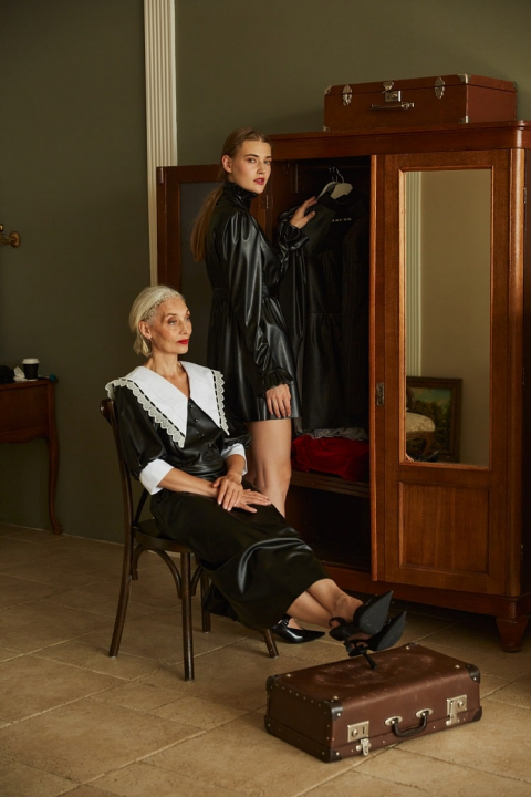 Eco-leather dressing gown with contrasting collar
